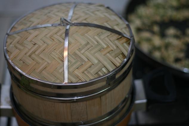 לחמניות סיניות בסלסלת אידוי