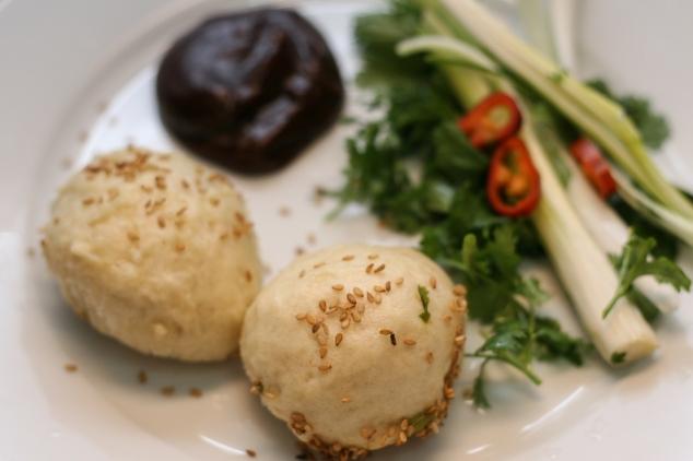 לחמניות סיניות מאודות וממולאות בתבשיל טופו